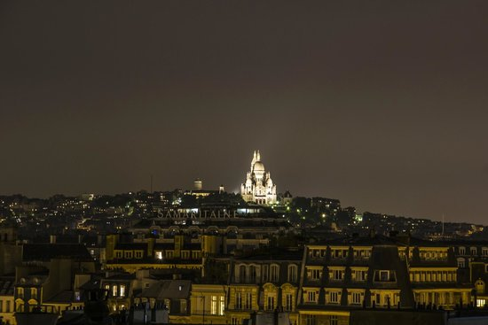 Holiday Inn Paris - Notre Dame: Sacré-Cœur in the night from the roof