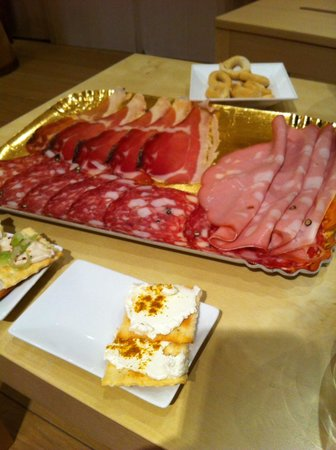 Ottimi Vini: Some of the antipasti on offet