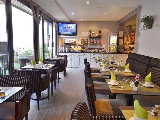 Résidence hôtelière La Loggia : Buffet:salle de petit-déjeuner sous véranda