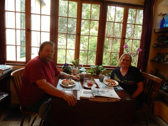 Edgemere Cottages: Hubby and I eating breakfast in the Dining Room.