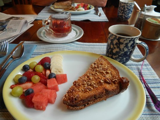 Edgemere Cottages: Baked, stuffed french toast.