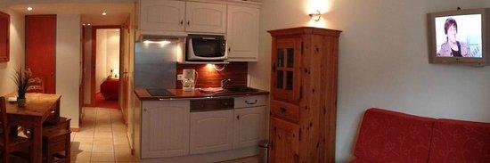 Résidence hôtelière La Loggia : Cuisine équipée de tous les appartements
