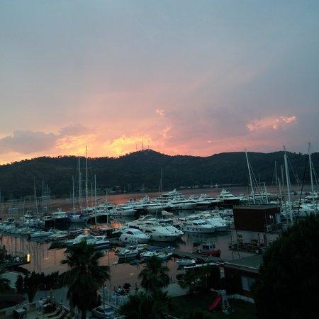 Yacht Roof Restaurant : lovely
