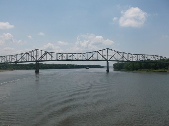 Spirit of Peoria - Day Tours: One of the many bridges crossing the Illinois River