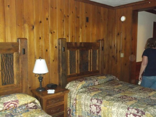 Spirit of Peoria - Day Tours: Room at the Lodge