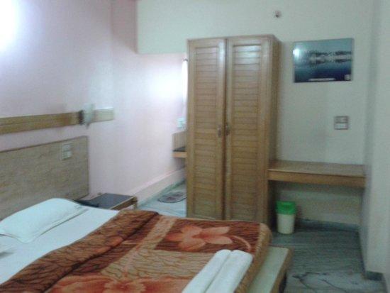 Hotel Madhuvan International: Inside Room