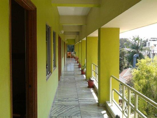 Hotel Madhuvan International: Corridor