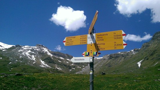 Rotstockhutte: Signs are very helpful to guide your way.