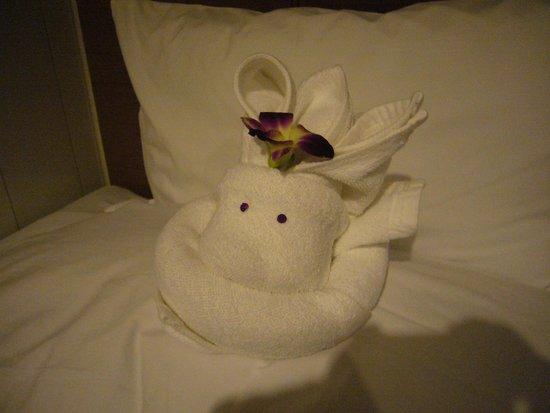 Bangkok Centre Hotel : ベッドメイキング兎ちゃん