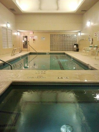 Radisson Hotel El Paso Airport: Indoor pool and hot tub