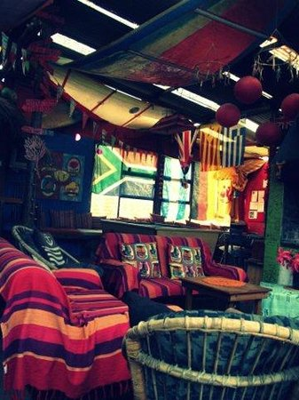 Cape Agulhas Backpackers: The living area/bar
