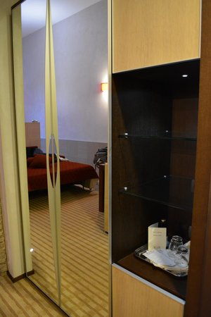 Kolbe Hotel Rome : hall with closet/room safe/fridge