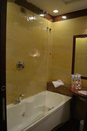 Kolbe Hotel Rome: bath