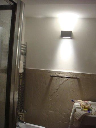 Primavera Mini Hotel: bathroom