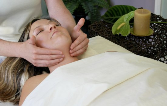 Catalina Sea Spa: Lavender facial massages can be added on to any massage service