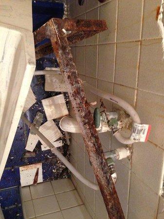 Las Rocas Resort & Spa: Bathroom Sink - Rust on Unit