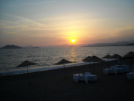 Manas Park Calis: Sunset on Calis Beach