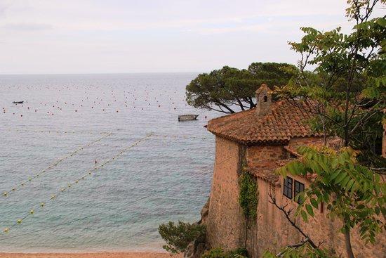 Vista panoramica de calella de palafrugel fotograf a de for Jardin botanico cap roig