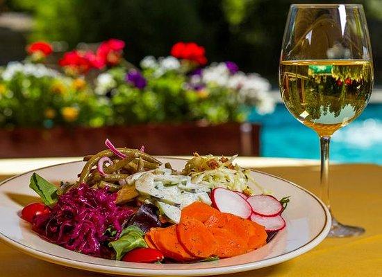 Stiegler's Austrian Restaurant & Bar: Salat Teller Lienz