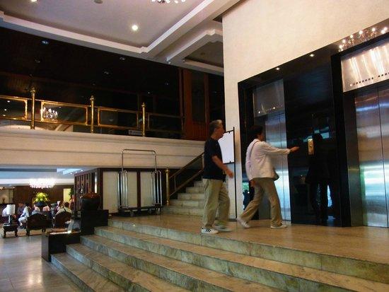 Bangkok Centre Hotel: エレベーターホール