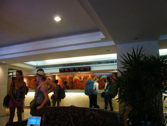Bangkok Centre Hotel: フロント前ロビー