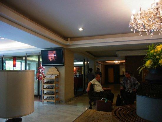 Bangkok Centre Hotel: ホテル入り口
