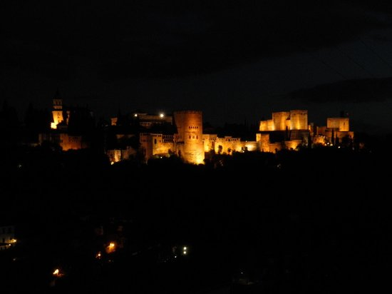 Feel The City Tours: Alambra de noche