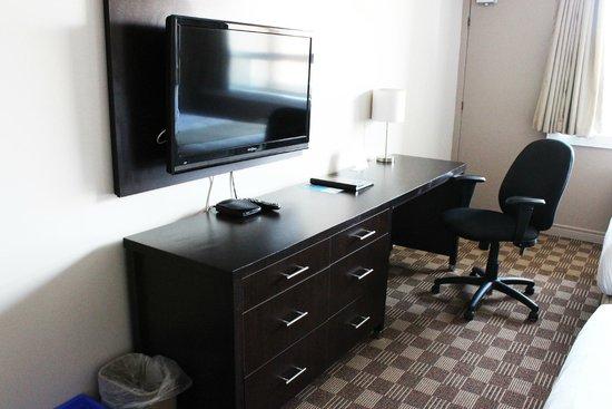 Days Inn & Suites North Bay: Guestroom