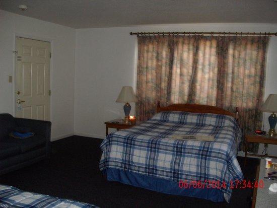 Burney Motel : bedroom
