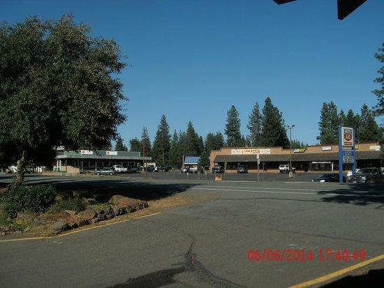 Burney Motel: outside