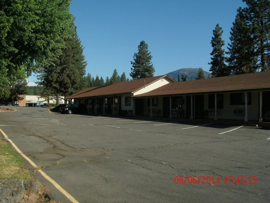 Burney Motel : outside