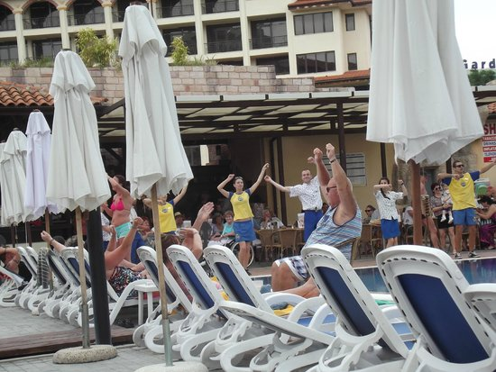 Iberostar Sunny Beach Resort : animation team doing the club dance