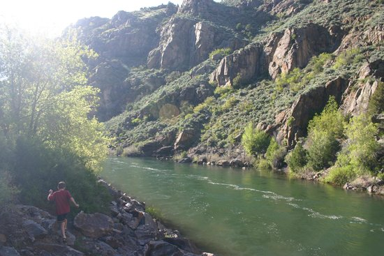 Red Arrow Inn & Suites: Gunnison River