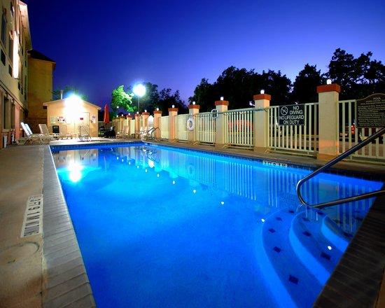 Parking picture of quality inn suites seaworld north for Jacuzzi exterieur 6 places