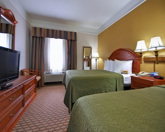 Quality Inn & Suites SeaWorld North: Hotel Beds - Two Queens