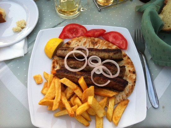 O Gatos : Un piatto di kebab greco