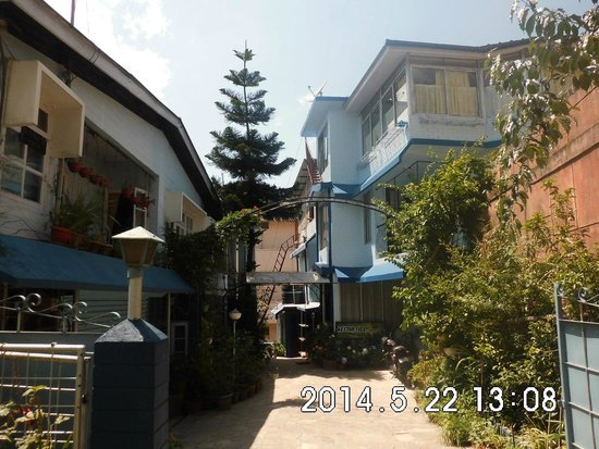 Aesthetics Home Stay : Main gate