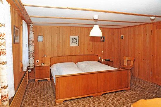 Hotel Bären Guttannen: Hotel-Zimmer mit über zweihundertjähriger Geschichte