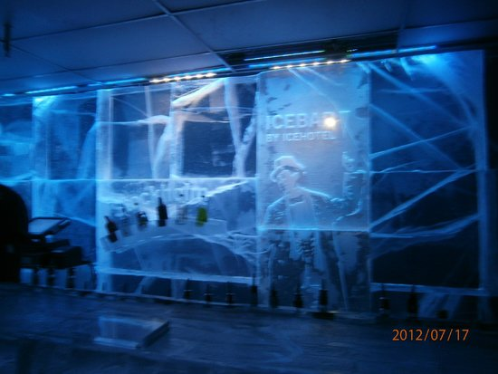 ICEBAR by ICEHOTEL Stockholm : Ice Bar carvings