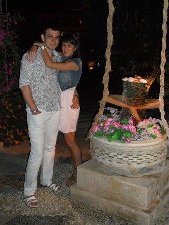 Amwaj Blue Beach Resort & Spa : у памятника любви