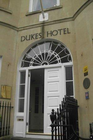 Dukes Hotel : hotel entrance