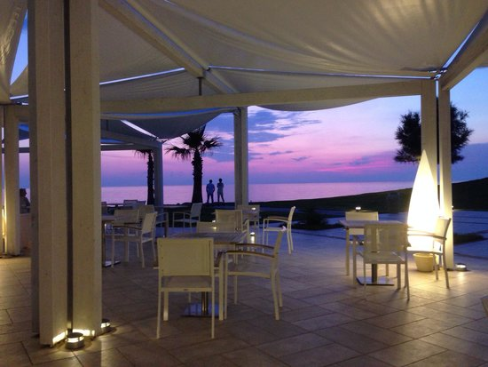 Capovaticano Resort Thalasso and Spa - MGallery Collection : Atardecer desde bar del hotel