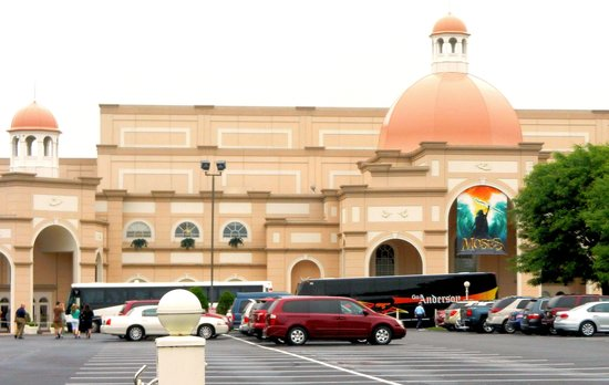 Sight & Sound Theatres : From the outside