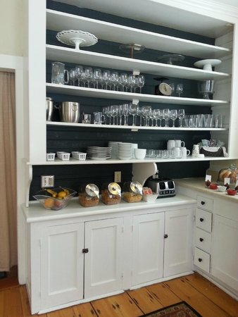 Snapdragon Inn: Breakfast area