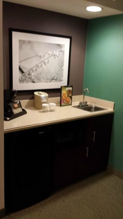 SpringHill Suites Williamsburg: Coffee Maker, Microwave and Refrigerate