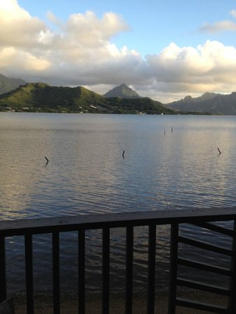 Paradise Bay Resort Hawaii: Early morning view of Kaneohe Bay from our deck