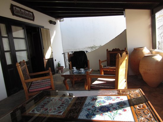 Hotel Nilya: Sitting Area outside the room