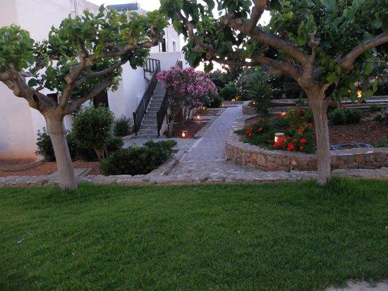 Vritomartis Naturist Resort: Территория отеля