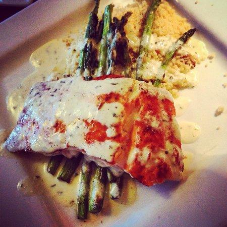 Apple Farm Inn: Salmon, asparagus and couscous