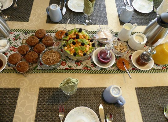 All Seasons Bed & Breakfast: Yummy and nutritious breakfast each day